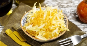 Salată de varză albă cu morcovi